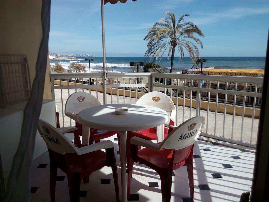 Gran terraza con vistas al Paseo y la playa