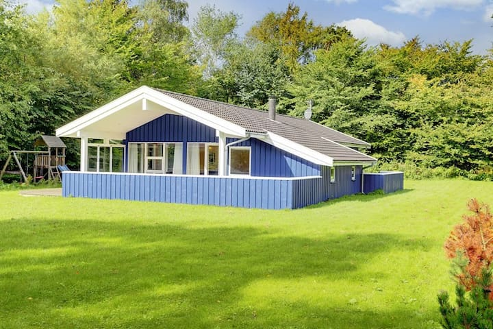 Large cottage close to a nice beach - Højby - Chalet