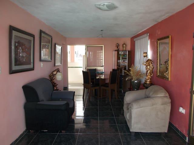 Hostal Casa Guill, su mejor opción en Bayamo. - Bayamo - Hostel
