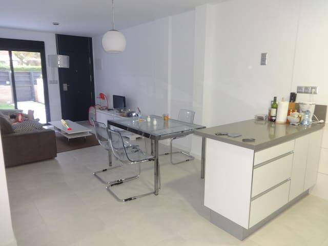 3-Bedroom Apartment - Аликанте - Flat