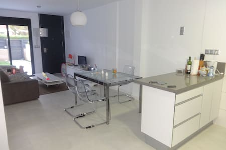 3-Bedroom Apartment - Аликанте