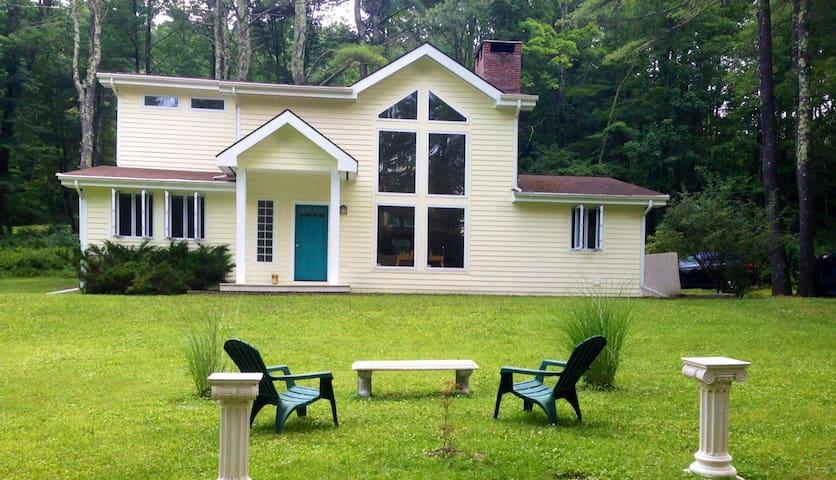 Sunny, Spacious,  Modern retreat - Bearsville - Casa