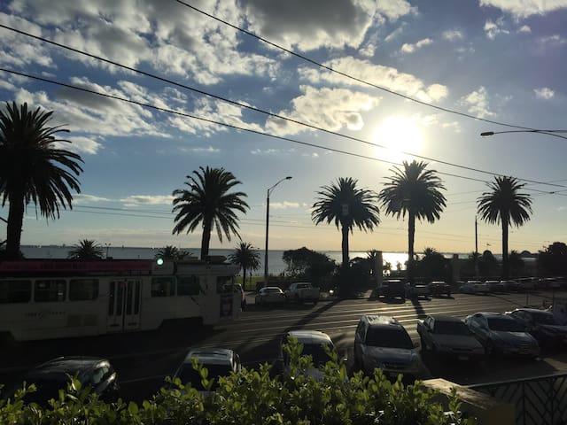 Beach Front St kilda Apartment - Saint Kilda - Apartamento