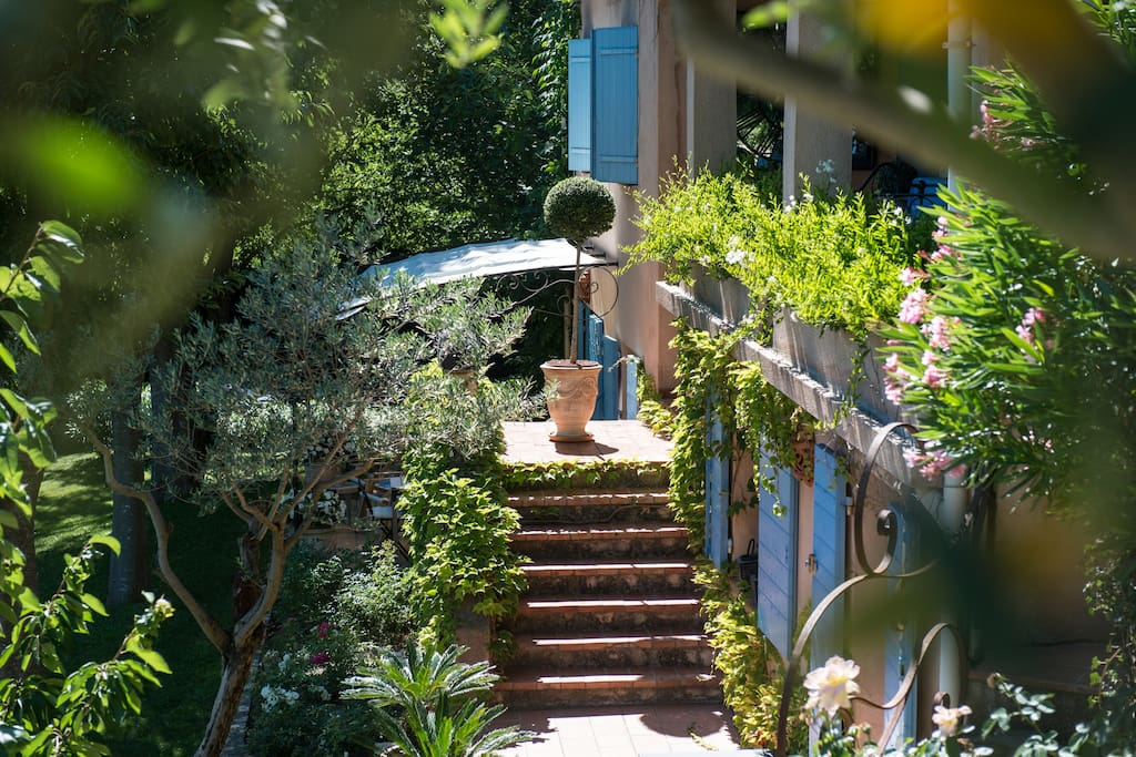 Chambre d 39 h tes la bruissanne bed and breakfasts for - Chambre d agriculture aix en provence ...
