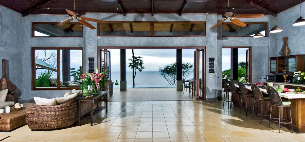 6500 SF, 6 Bedroom Luxury Villa on Dominical Beach
