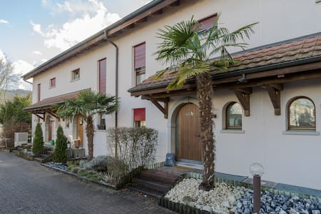 Spacious Family Home near to Zürich (300m2) - Würenlos - Talo