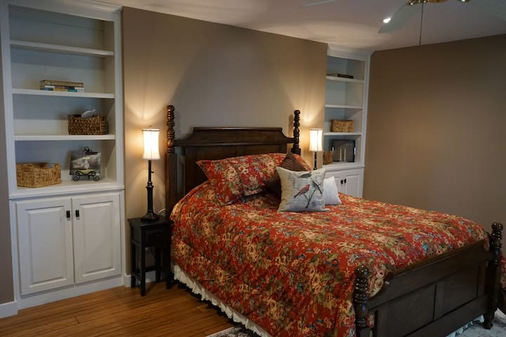 Pinnacle Room at The Summit House Bed & Breakfast
