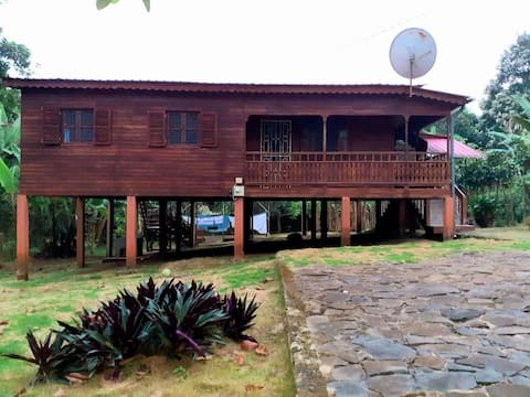 Casa de madeira na zona da trindade, cascata