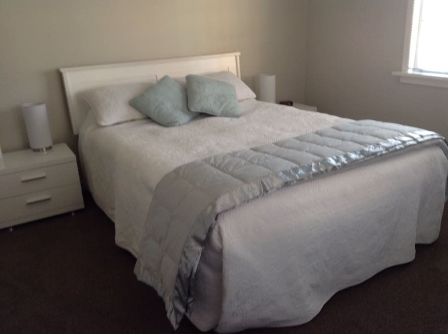 Guest Room with Queen size bed & TV with Freeview