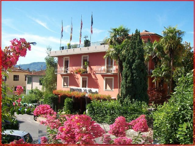 Hotel & Ville La Pergola - Barga - Bed & Breakfast