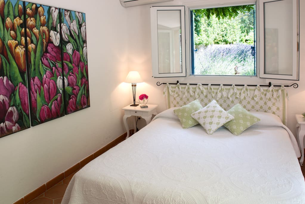la bruissanne chambre fanny chambres d 39 h tes louer aix en provence provence alpes c te. Black Bedroom Furniture Sets. Home Design Ideas