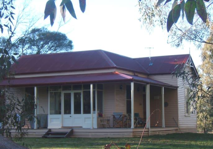 Rural Retreat Cottage AlburyWodonga - Staghorn Flat - บ้าน