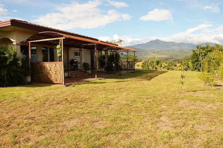 Lovely 2-Bedroom Home near Boquete - Boquete