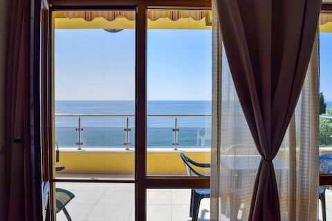 Panoramic sea view apartment (free wifi)