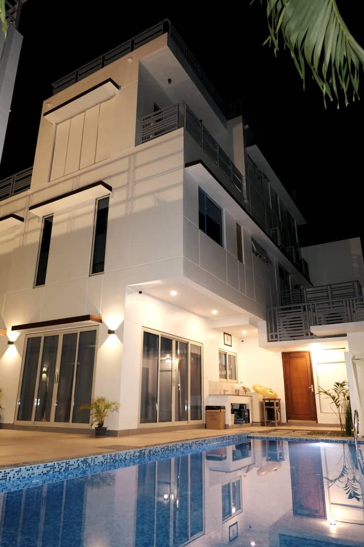 Villa Parada Suites - VIGAN GLASSHOUSE
