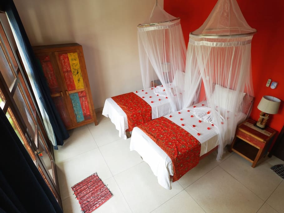 Ketut room twin bed