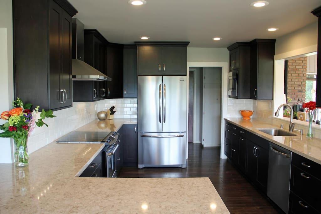 Newly remodeled, fully stocked kitchen