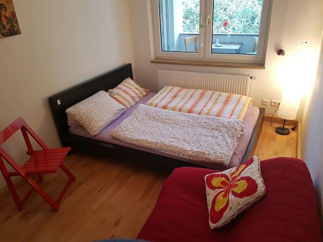 Zimmer direkt im Zentrum mit Balkon - Stuttgart - Apartamento