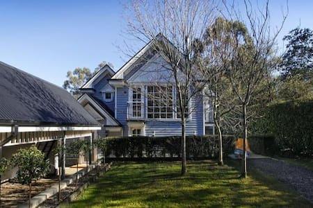 Picture perfect Cape Cod home - Mount Macedon - 一軒家