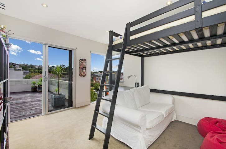 Sunny space 2 mins from Balmoral Beach! - Mosman - House