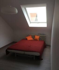 Schöne moderne Ferienwohnung - Lampertheim - Byt