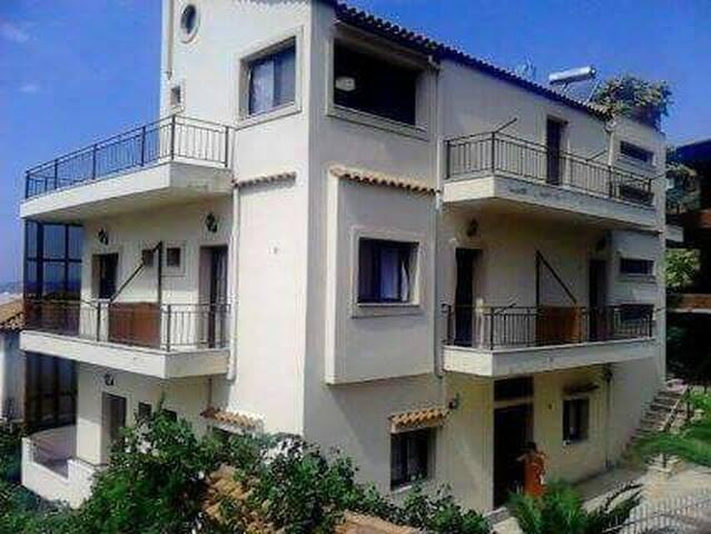 Comfortable vill in vlora - Vlorë - House