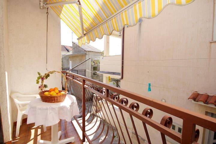 One bedroom apartment with balcony Krilo Jesenice (Omiš) (A-5159-b)