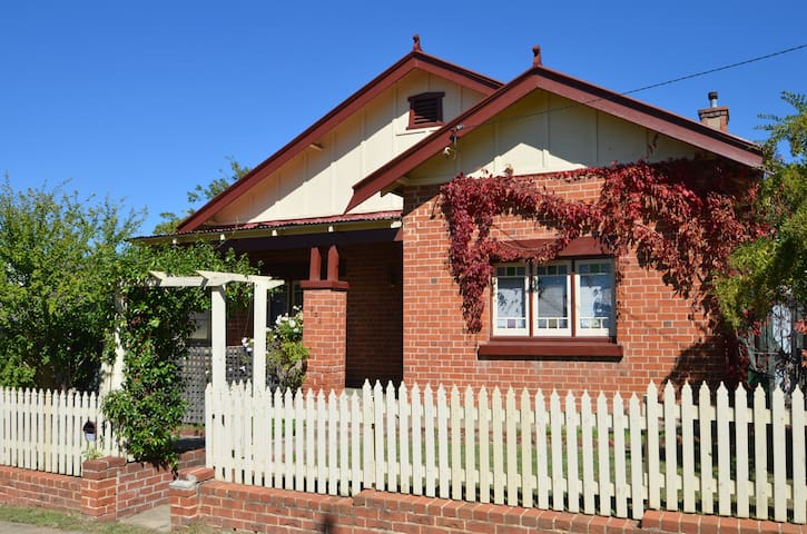 Family Friendly House in CBD Bathurst, Great Value