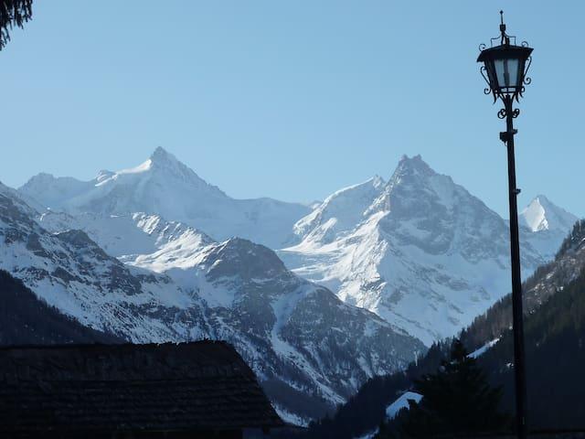 Charmant chalet traditionnel - vue magnifique - Ayer - Chalet
