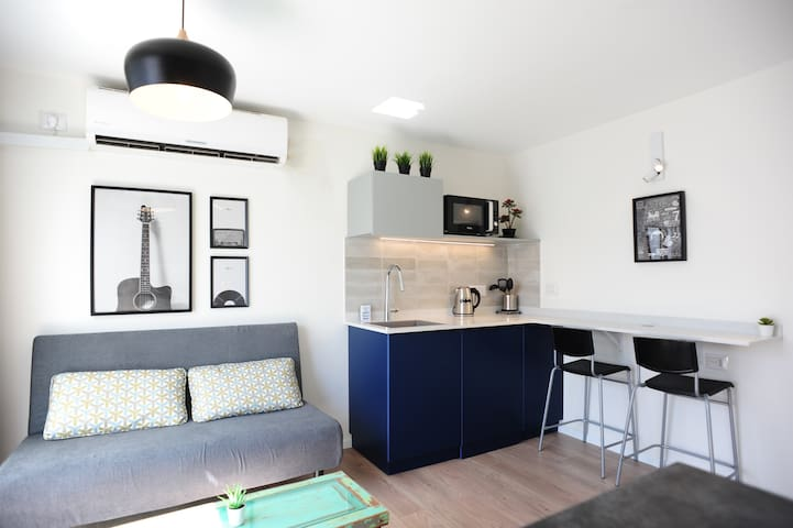 Pandaz Studio Apartment + Terrace, near the beach