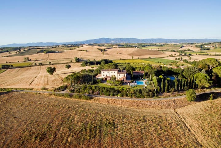 Tuscany | Farmhouse Poggio Martino | Pool & Wine