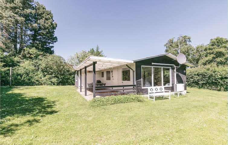Holiday cottage with 3 bedrooms on 63m² in Allinge