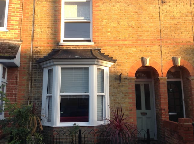 ELIM ..TWO BEDROOM TERRACE HOUSE. - Whitstable - Dom