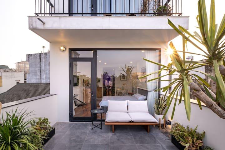 Artist 2-BRs Duplex w/ Private Garden & Rooftop