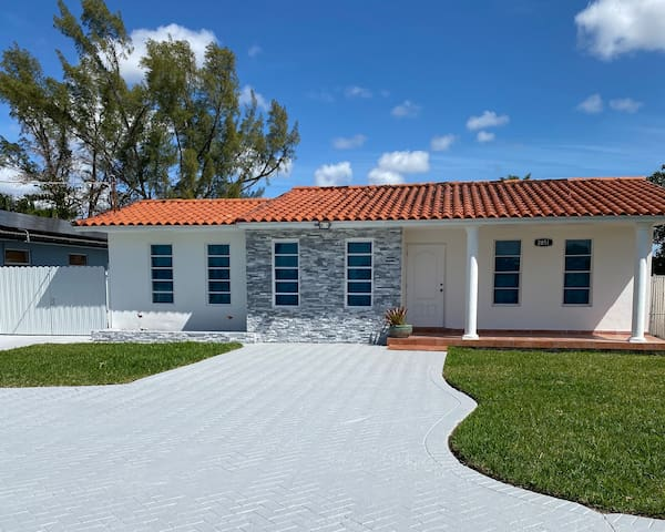 Casa paraiso miami, near to Dolphin Mall