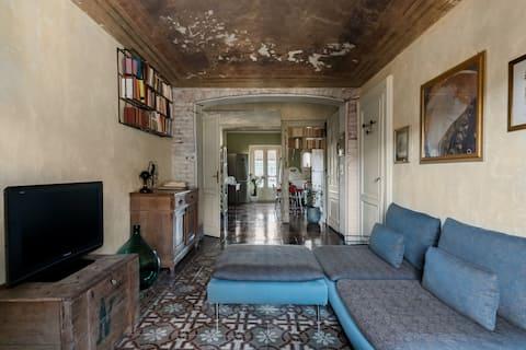 Πανοραμικό διαμέρισμα σε κτίριο περιόδου με θέα στο λόφο του Τορίνου