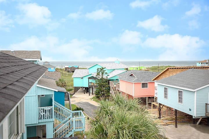 Port Aransas Beach House (rare) seconds to beach