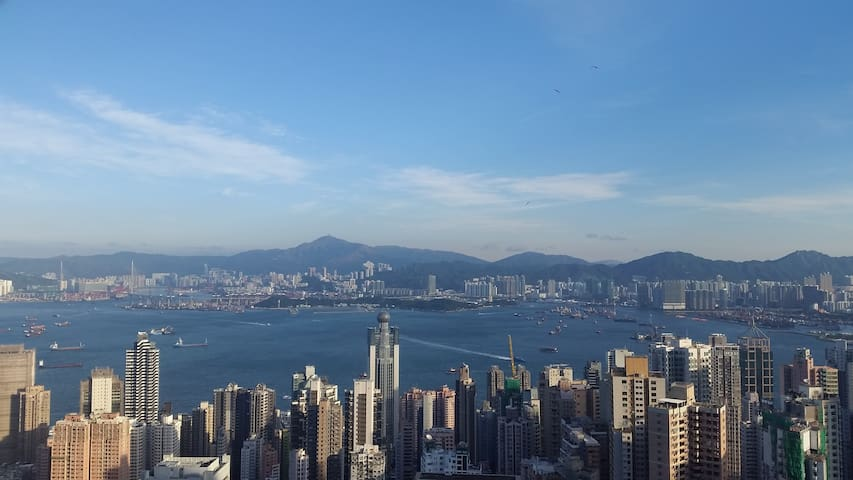 Supersize 3BR with 270° Hong Kong harbour views