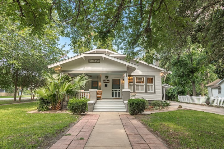 Charming Bungalow in Downtown Columbus, TX