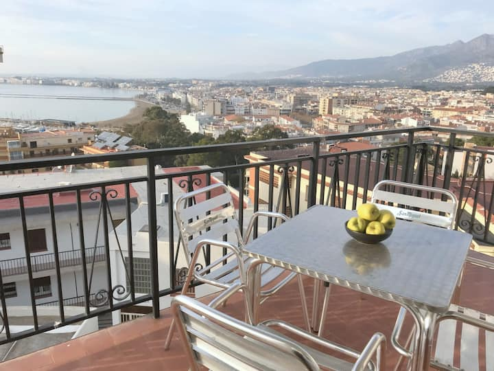 MAR I NEU Nice 2 bedrooms apartment with sea view in Port Roses ares