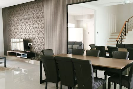 Shamrock Ferringhi Villa 9 - Ev