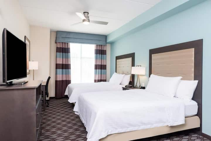 Adorable Suite Two Double Beds Non Smoking At Fayetteville