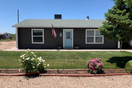 Leaning Pine Cottage - close to the Grand Canyon!