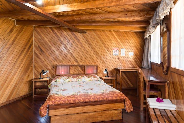 Hotel Cabinas Las Fresas/VolcànPoàs - Sabana Redonda/San Pedro Poàs - ที่พักพร้อมอาหารเช้า