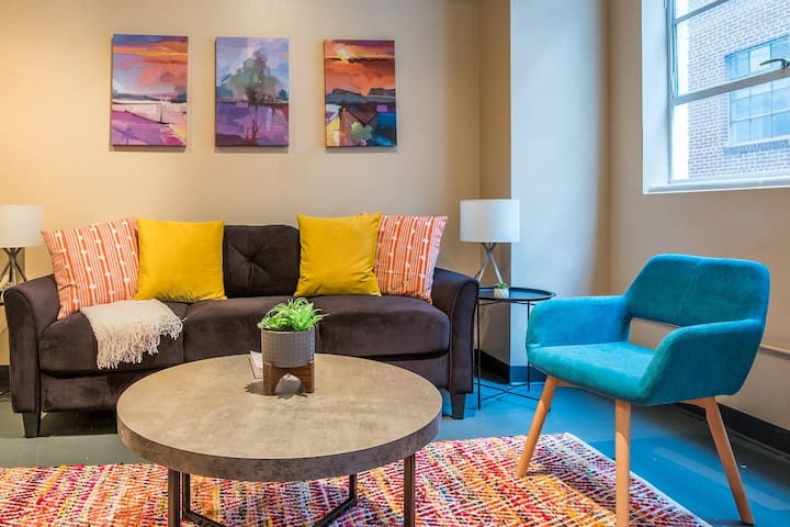 Contemporary + Modern 2BR Loft In Downtown
