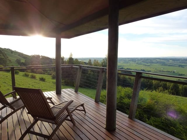 Peaceful Rural Retreat with Views - Yarragon South