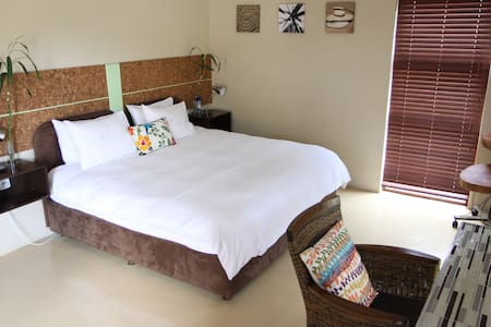 Melvilla Guest House - Bed & Breakfast
