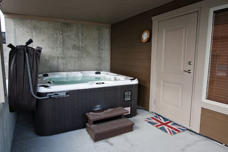 Comfy King Bed & Hot-tub! - Lake Country - Dům
