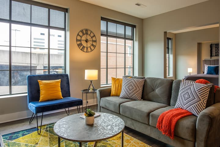 Modern and Lively 1BR Apt