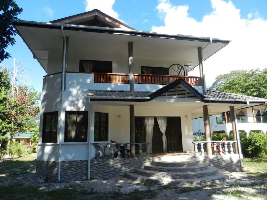 House by the beach on la digue houses for rent in la for Rent a house la